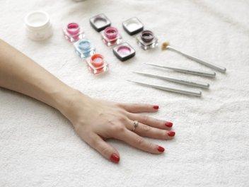 Коррекция и наращивание ногтей